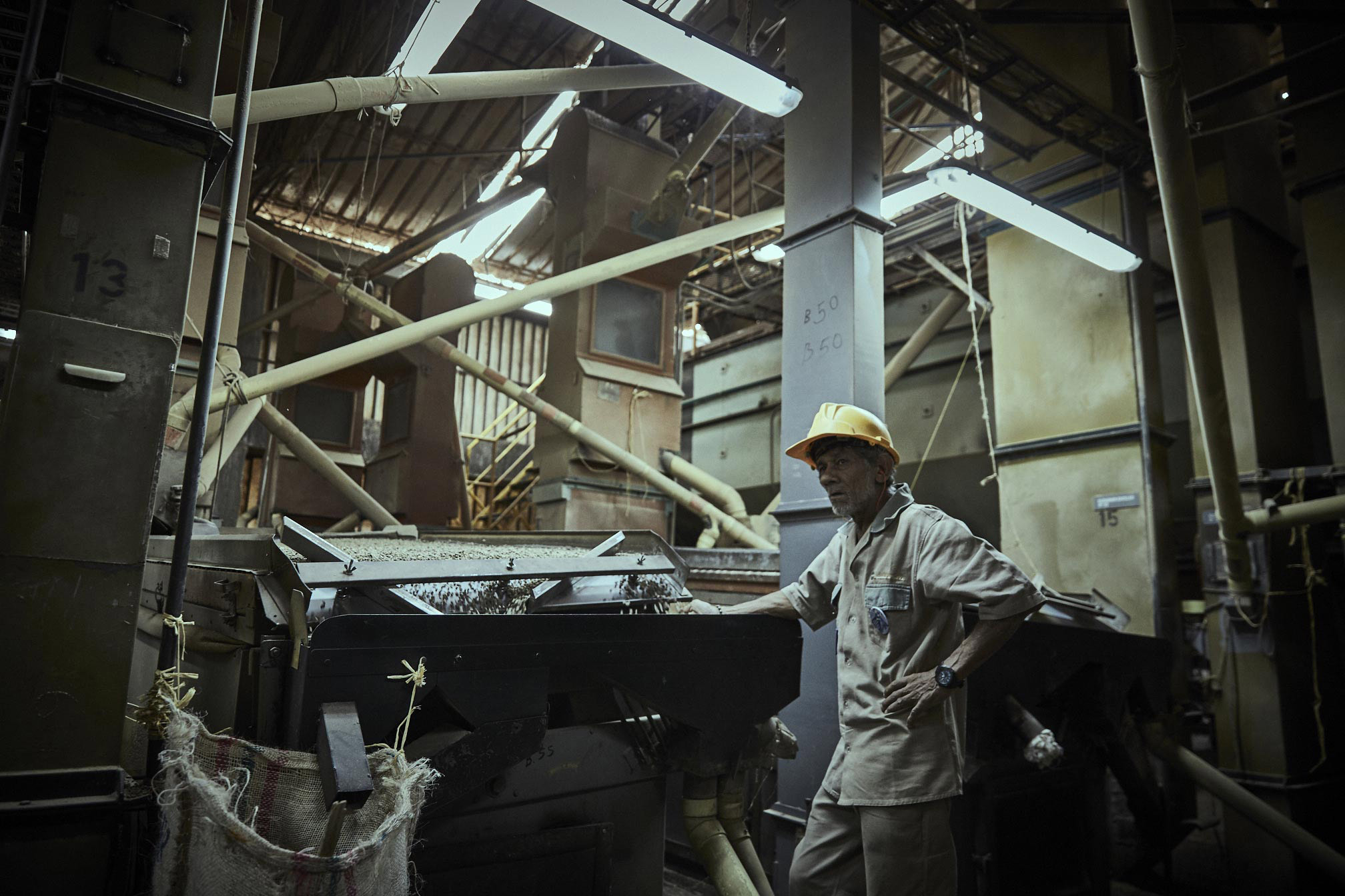 Parks-Coffee_Laumayer-Dry-Mill-Workers_006